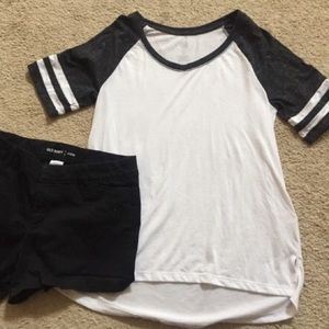 2/$12 💜 White T-shirt with black sleeves
